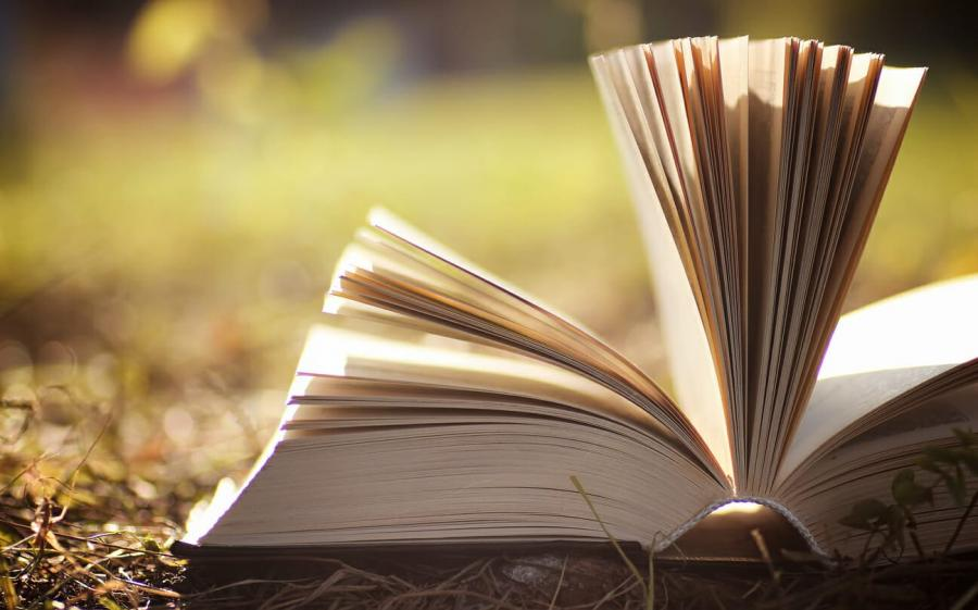 Åben bog i naturen