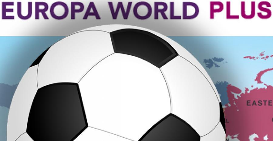 Fodbold med kort i baggrunden og teksten Europa world plus