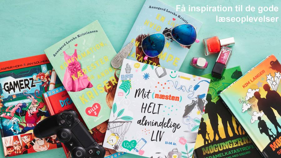 En bunke bøger med diverse sommer relateret genstande